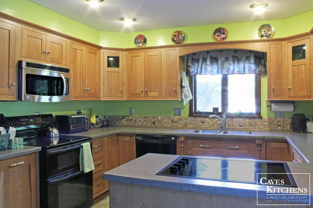 Medium Cherry Transitional Kitchen with Stove-top Peninsula - Traditional - Kitchen - other ...