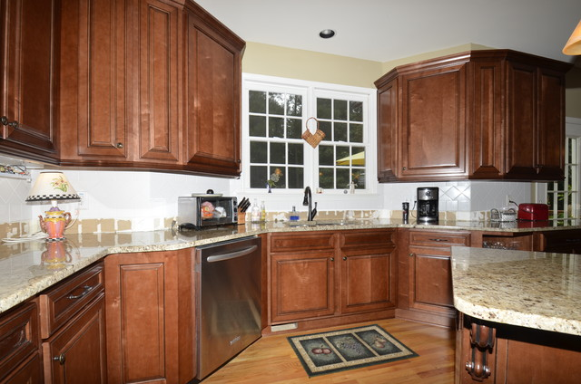 Medium Stained Glazed Maple - Traditional - Kitchen - Atlanta - by Reface Cabinets