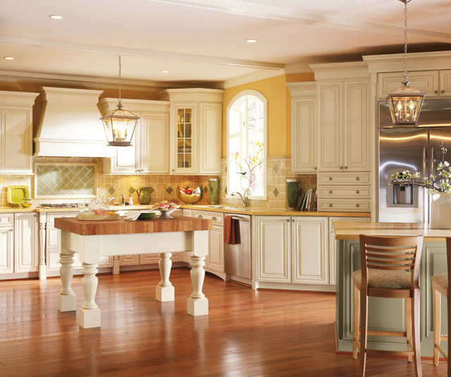 Melbourne collection by dynasty cabinetry traditional kitchen chicago by studio41 home for Studio41 home design showroom southside chicago