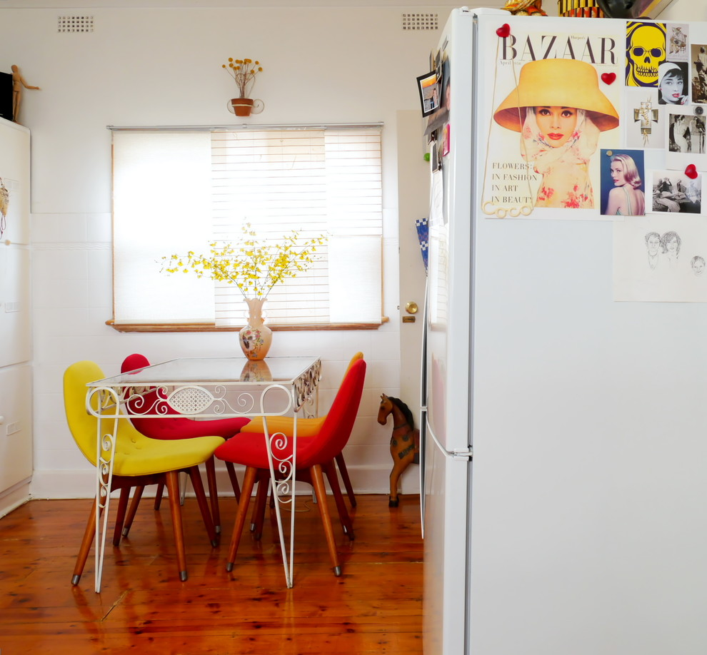 Eat-in kitchen - eclectic eat-in kitchen idea in Melbourne