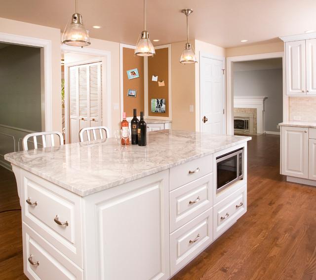 Bon Mercer Island Classic Kitchen Traditional Kitchen
