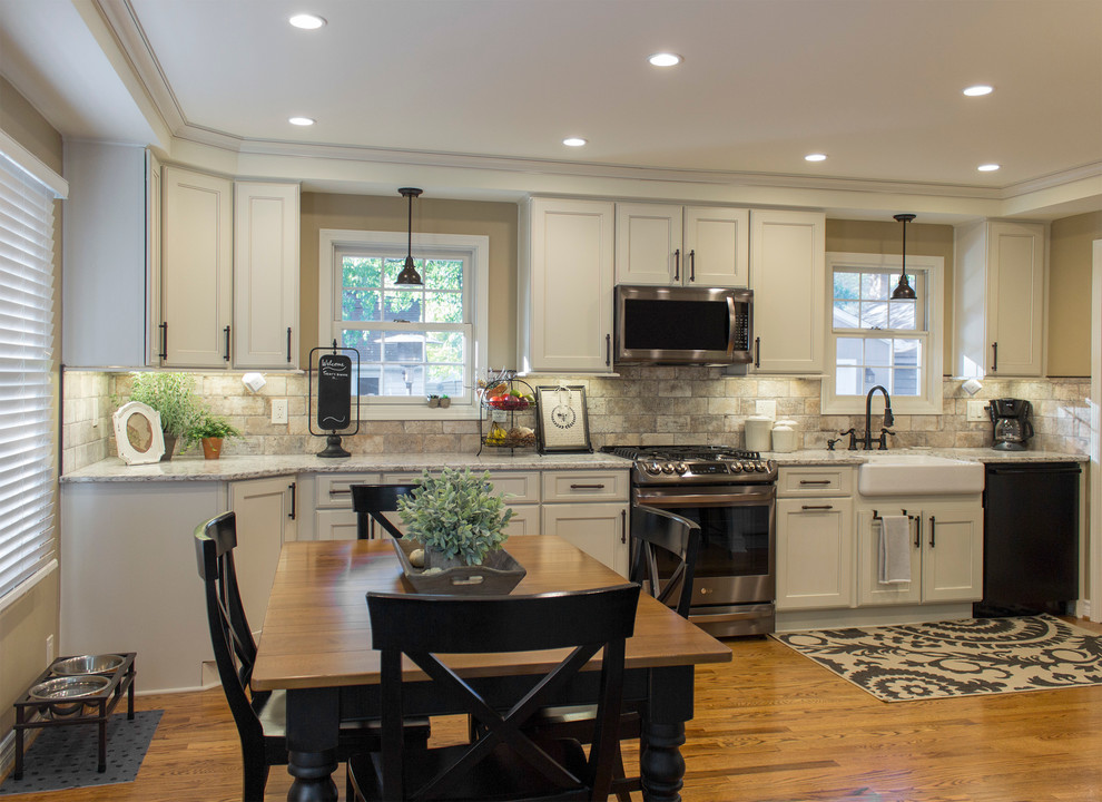 Inspiration for a farmhouse kitchen remodel in Detroit