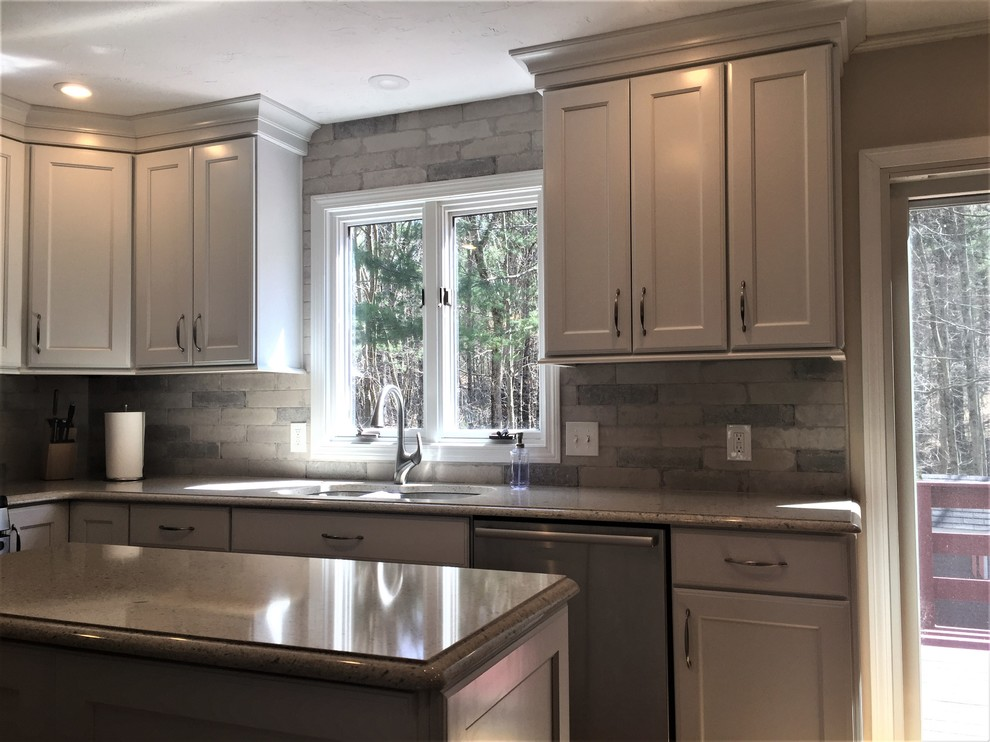 Kitchen - transitional kitchen idea in Boston