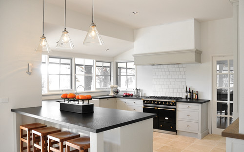 Farmhouse Kitchen by Melbourne Cabinets & Cabinetry Steding Interiors & Joinery