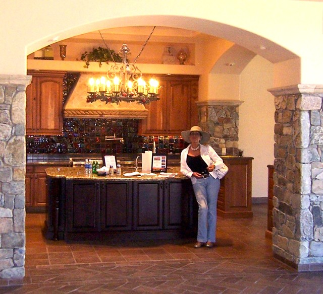 Mid Sized Mediterranean U Shaped Terra Cotta Floor Eat In Kitchen Idea