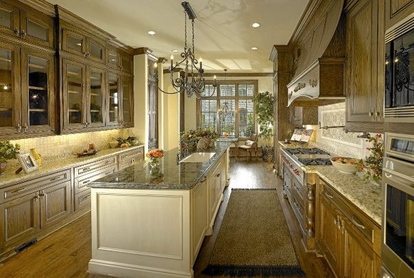 MICHAEL MOLTHAN LUXURY HOMES INTERIOR DESIGN GROUP American Traditional Kitchen