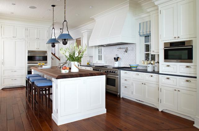 michigan summer home bord de mer cuisine chicago par tom stringer design partners. Black Bedroom Furniture Sets. Home Design Ideas