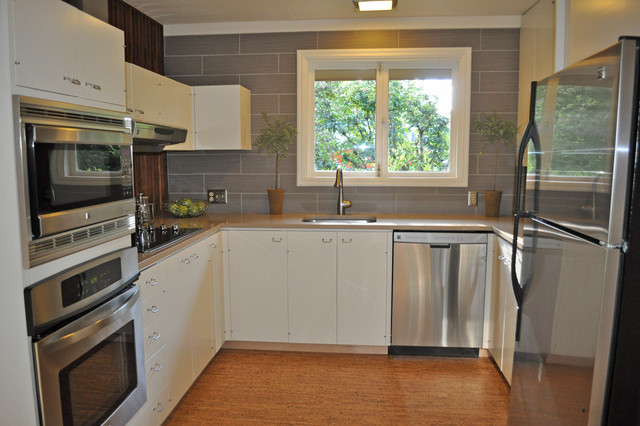 Mid century kitchen remodel modern kitchen portland for Mid century modern kitchen cabinets
