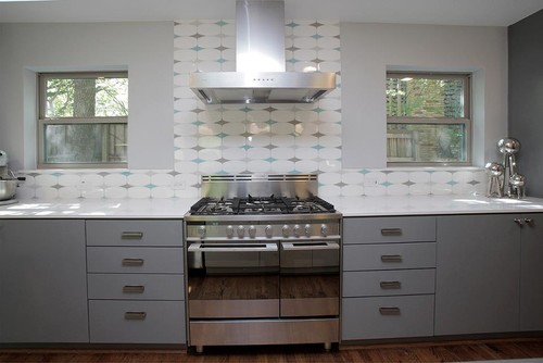 I love this retro tile on the backsplash.