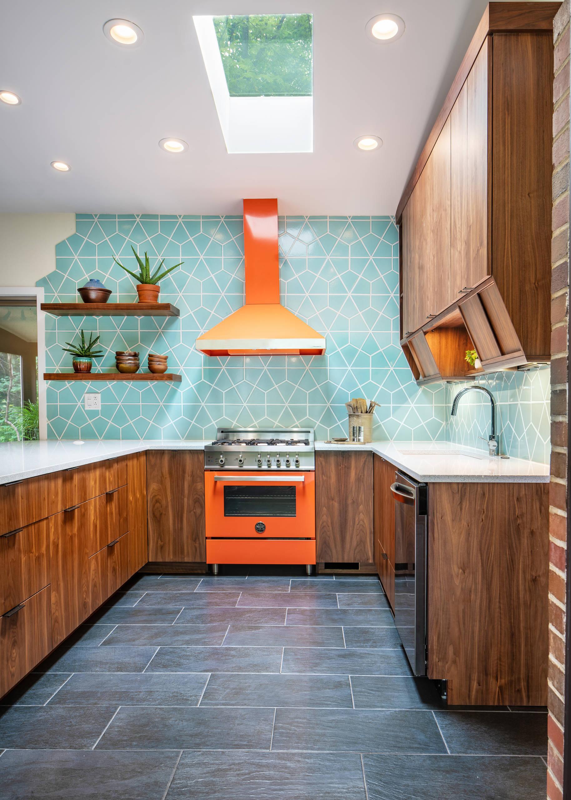 Teal Tile Backsplash Kitchen Ideas & Photos | Houzz Teal Kitchen Backsplash Ideas on teal glass tile kitchen backsplash, teal kitchen paint color ideas, teal painted backsplash,