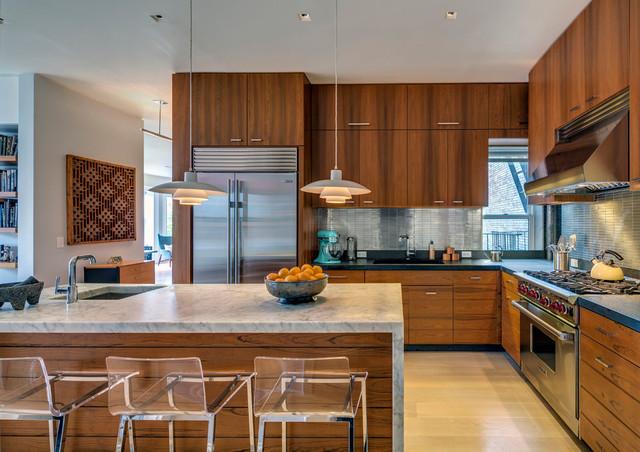 Mid-sized midcentury modern l-shaped light wood floor eat-in kitchen photo