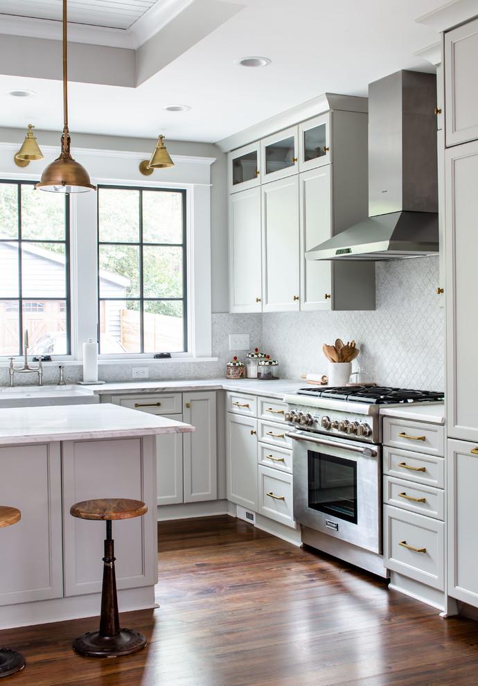 Example of a classic kitchen design in Atlanta