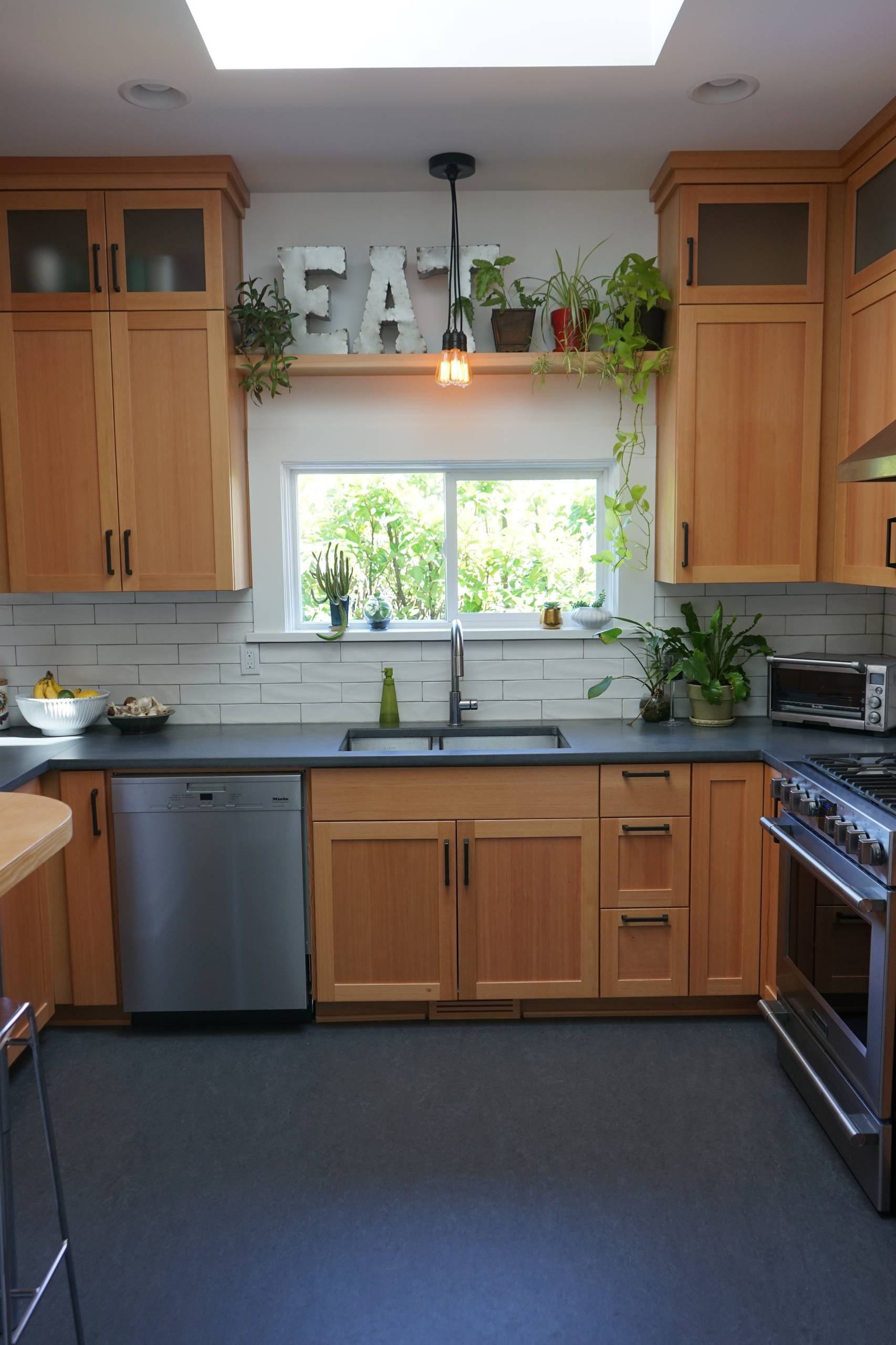 9 Beautiful Small Enclosed Kitchen Pictures & Ideas   July, 9 ...