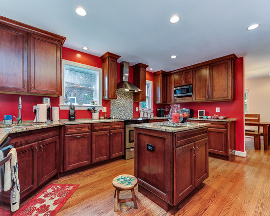 Traditional Small Kitchen Kitchen Design Ideas, Remodels ...