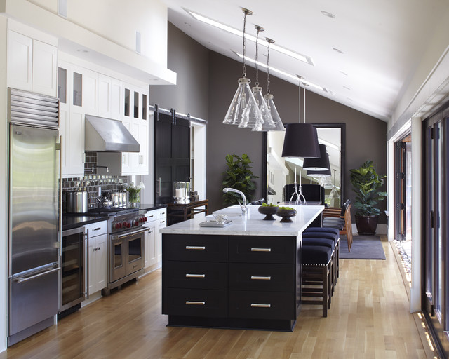 Urrutia Design transitional kitchen