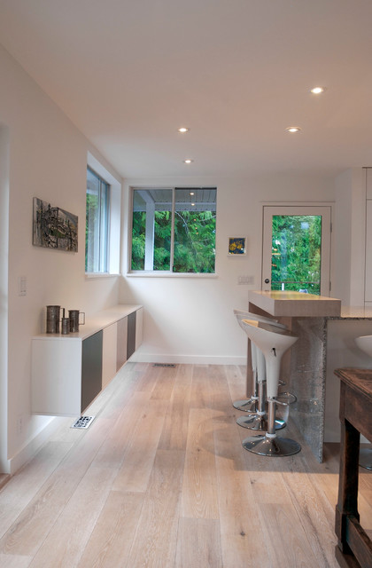 Minimal and Modern in West Vancouver - Contemporary - Kitchen - vancouver - by Heather Merenda