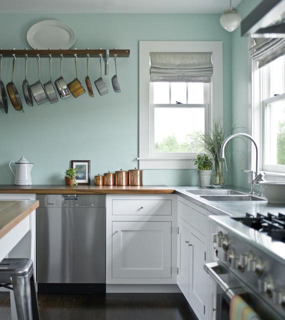 Eclectic White Kitchen: Minimalist Kitchen