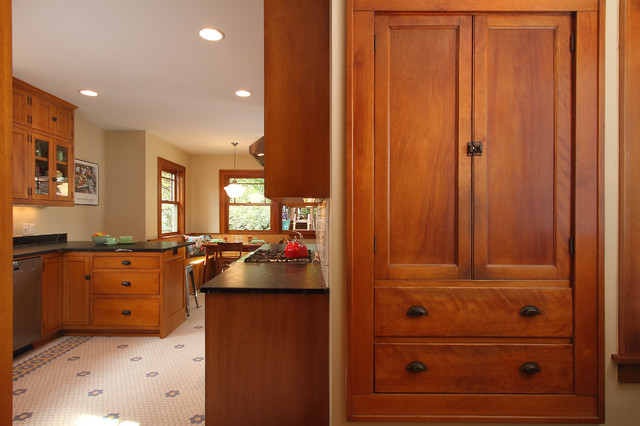 Minneapolis bungalow craftsman kitchen minneapolis for Bungalow style kitchen cabinets