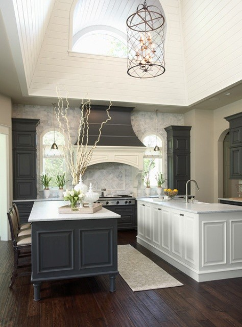 Example of a transitional kitchen design in Minneapolis
