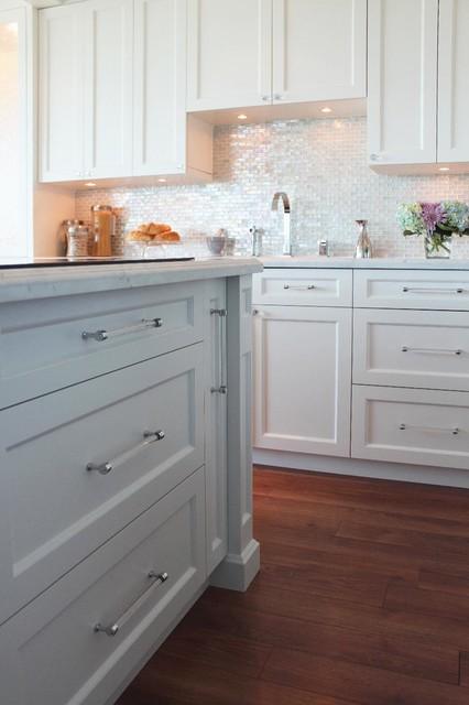 Minto Skyy - Toronto traditional-kitchen