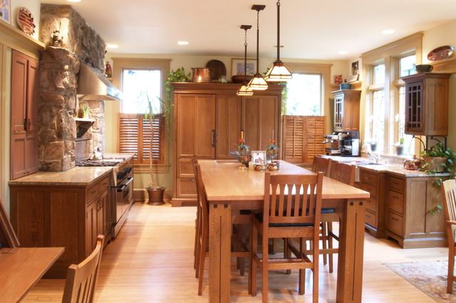 Perfect Example Of A Large Arts And Crafts U Shaped Light Wood Floor Eat In