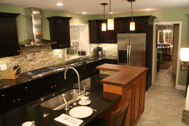 Mocha Shaker Two-Toned Kitchen - Traditional - Kitchen - Philadelphia - by RTA Cabinet Store