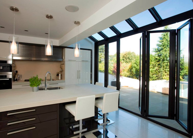 Modern and contemporary bespoke glass extensions for Hoff interieur online shop
