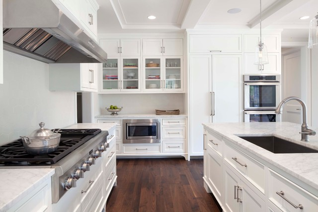 Kitchen - traditional kitchen idea in Minneapolis