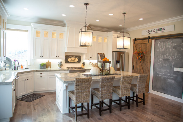 Modern farmhouse farmhouse kitchen portland by for Farm style kitchen designs