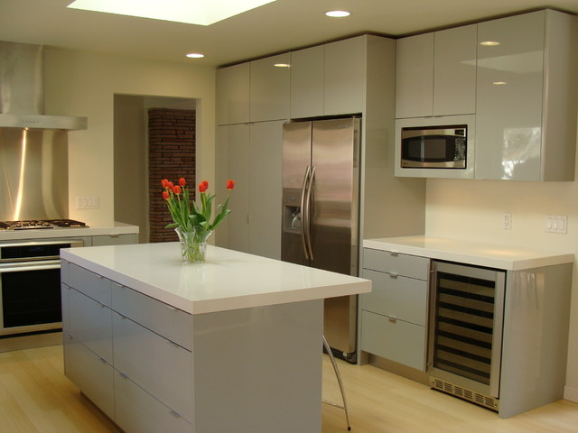 Modern grey lacquer kitchen for Best lacquer for kitchen cabinets