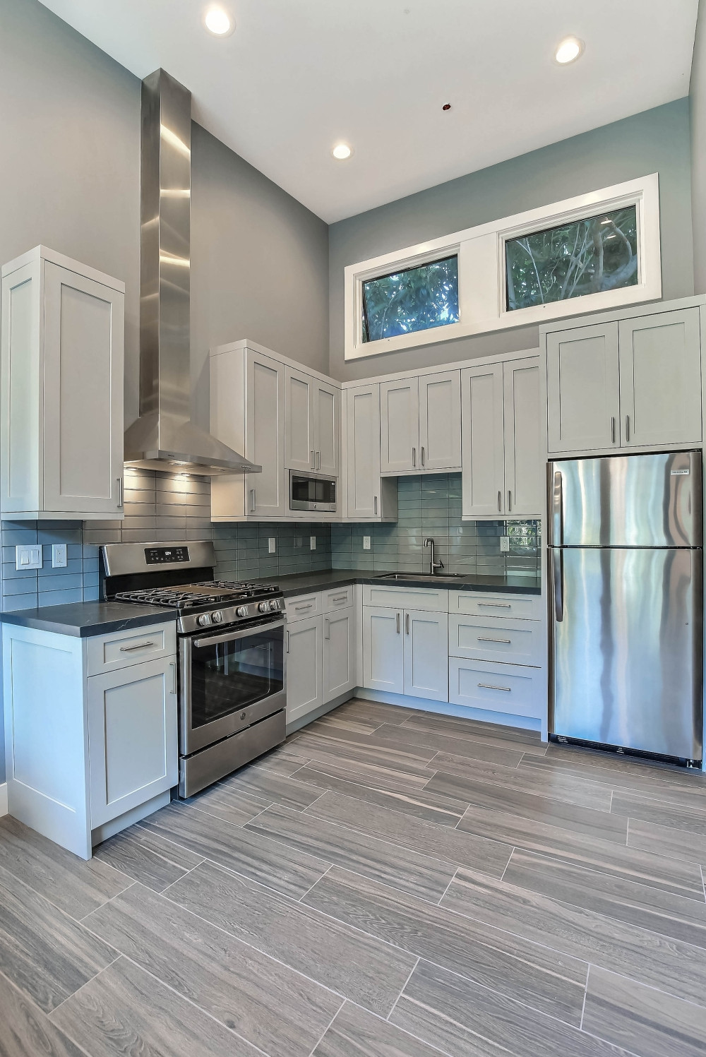 75 Beautiful Small Modern Kitchen Pictures Ideas January 2021 Houzz