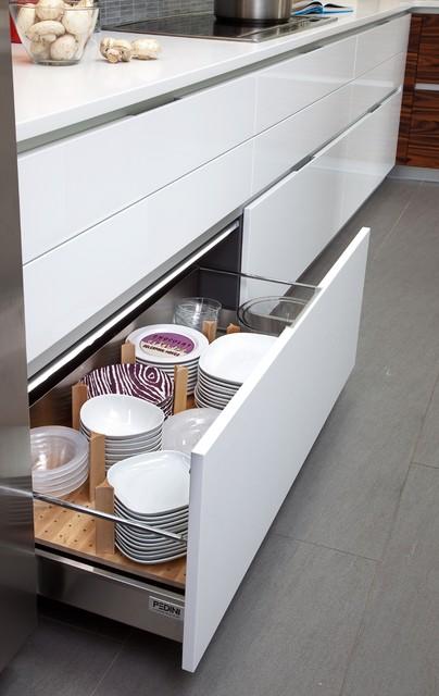 Modern Kitchen Design in NJ - Modern - Kitchen - new york - by Kuche+Cucina