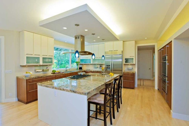 Modern Kitchen Open To Family Room