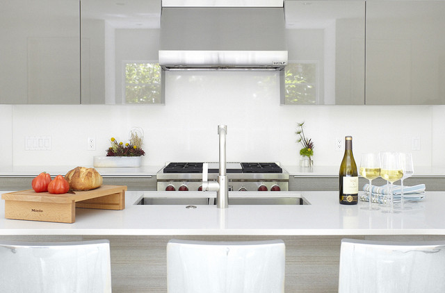 Photo of a modern kitchen in Dallas with a double-bowl sink, flat-panel cabinets, grey cabinets and white splashback.