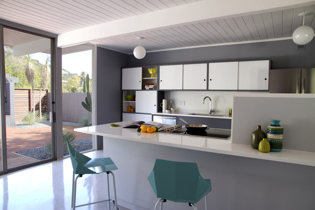 modern kitchen by Torbit Studio