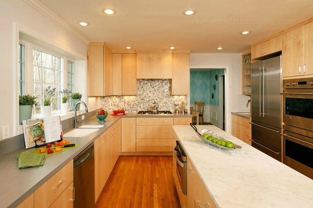 Modern kitchen with CWP Cabinetry & Marble Island ...