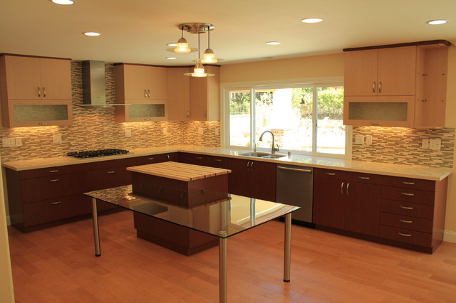Modern Kitchen With Veneered Two Tone Cabinets Modern
