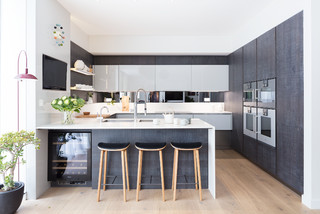 Modern New Home in Hampstead - Kitchen Bar コンテンポラリー-キッチン
