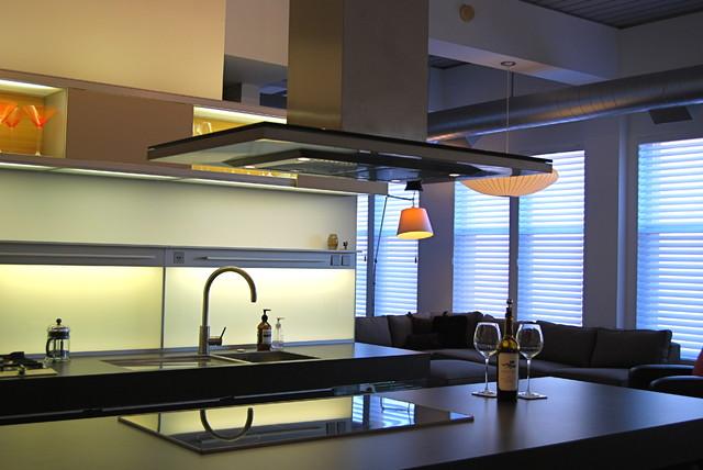 آشپزخانه مدرن توسط c ج د ه Y ساعت ها من گرم N