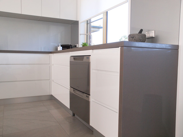 """Modern """"Shadowline Handle-less style"""" with 40mm P/R edge Stone bench tops."""