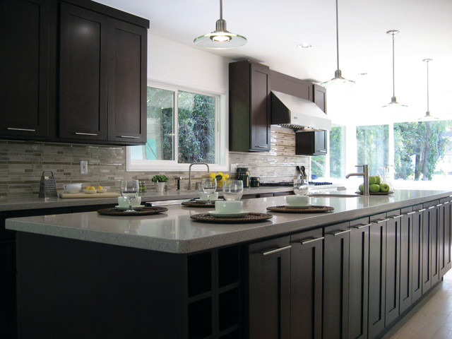 Modern Shaker Door Style By FX Cabinetry lines traditional-kitchen