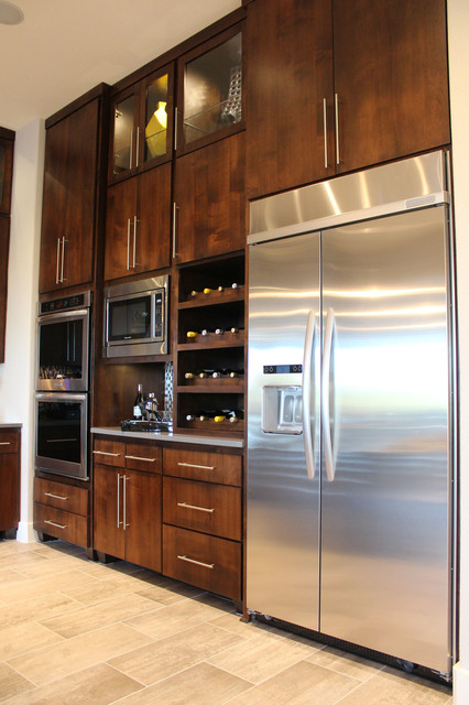 Ordinaire Large Minimalist L Shaped Ceramic Floor Open Concept Kitchen Photo In  Austin With An Undermount
