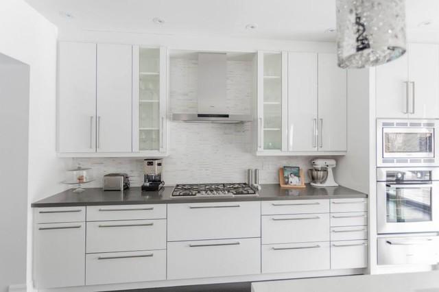 Modern white grey kitchen design oakville modern for Grey and white kitchen designs