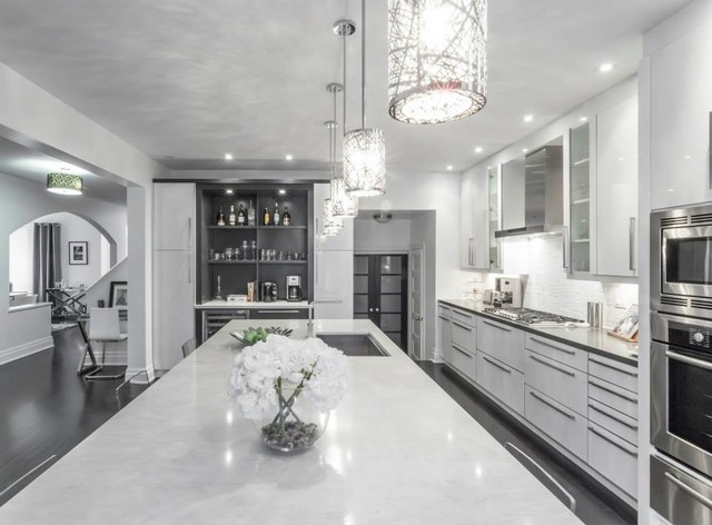 Modern white grey kitchen design oakville modern for Black white and gray kitchen design