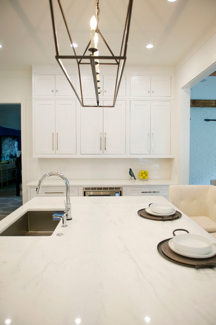 Open concept kitchen - mid-sized modern u-shaped light wood floor open concept kitchen idea in Atlanta with an undermount sink, shaker cabinets, white cabinets, marble countertops, white backsplash, subway tile backsplash, stainless steel appliances and an island