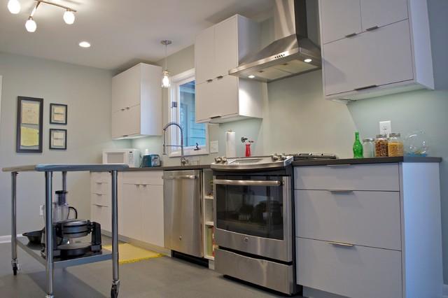 Modern zen modern kitchen raleigh by besh cabinets for Kitchen cabinets zen