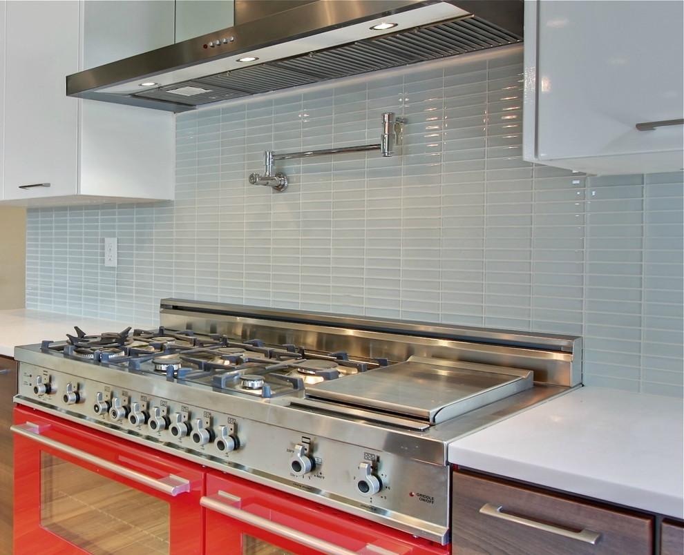 - Modwalls Lush 1x4 Cloud Glass Subway Tile - Contemporary - Kitchen
