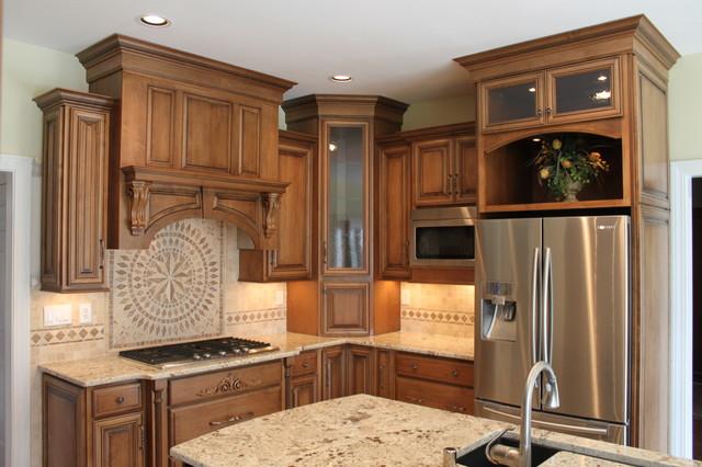 Moeller job maple acorn w vandyke galze traditional for Acorn kitchen cabinets