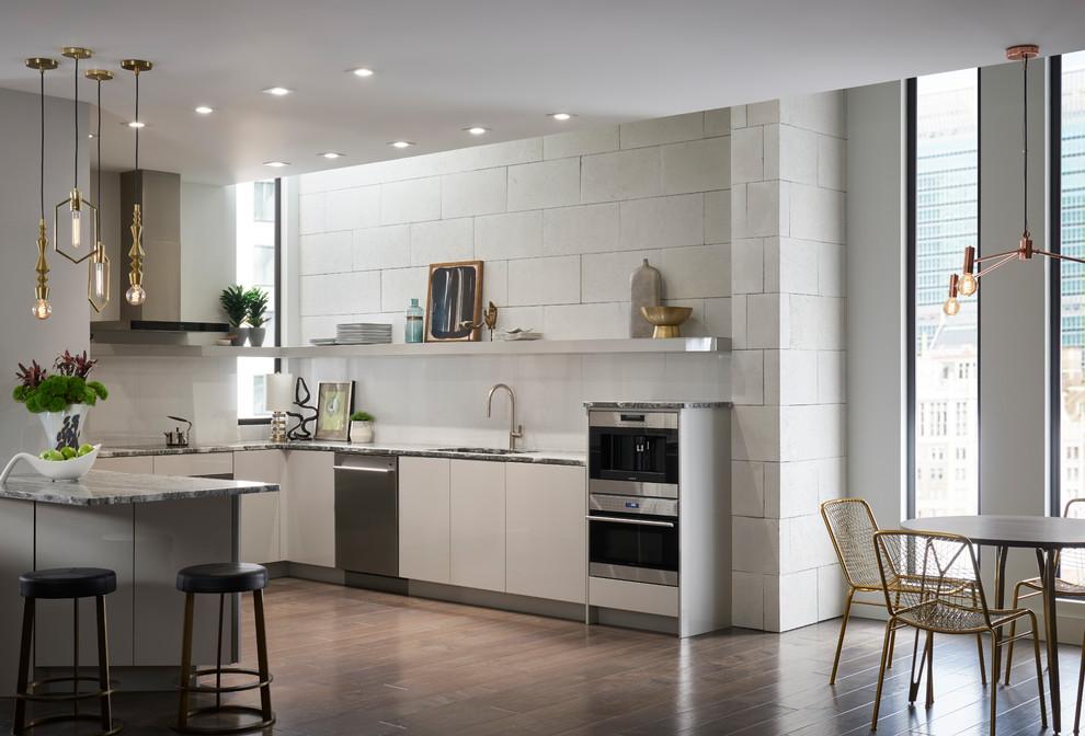 Свежая идея для дизайна: кухня - отличное фото интерьера