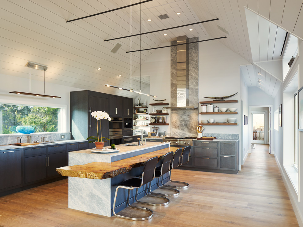 Example of a large trendy l-shaped light wood floor and beige floor eat-in kitchen design in New York with an undermount sink, flat-panel cabinets, gray backsplash, stainless steel appliances, an island, quartz countertops, marble backsplash and gray cabinets